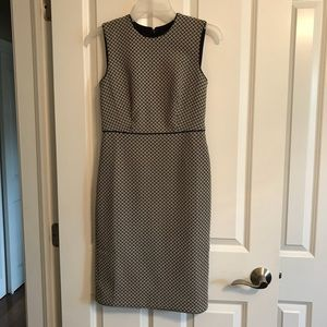 Ann Taylor fully lined sleeveless dress in 0p
